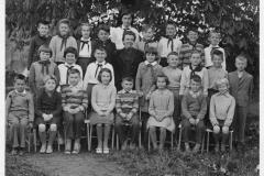 1961_Školní foto Hlízov s uč. Slonkovou 1961