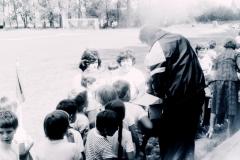 1982_Dětský den na hřišti_učitelky_Zachařová, Humlová, Mišičková