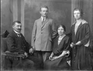 Antonín Pospíšil + manželka Barbora Děti: Josef Pospíšil (č.p.37) Růžena Pospíšilová, provdaná Jelínková, narozena 1900 (č.p. 39)